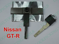 NissanGT-R-lockpickingtools1